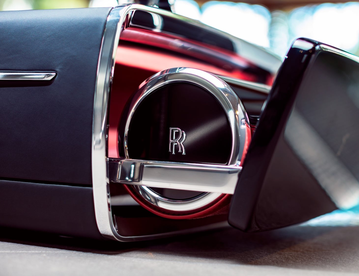 Rolls Royce Champagne Car Chest will take your luxury car to the next level