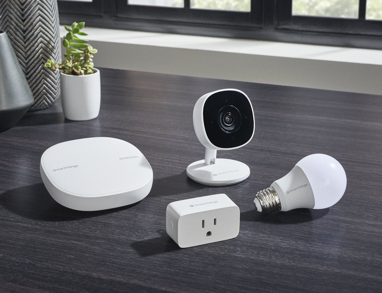 Samsung SmartThings Cam Full HD Monitoring Camera minimizes the risk of false triggers