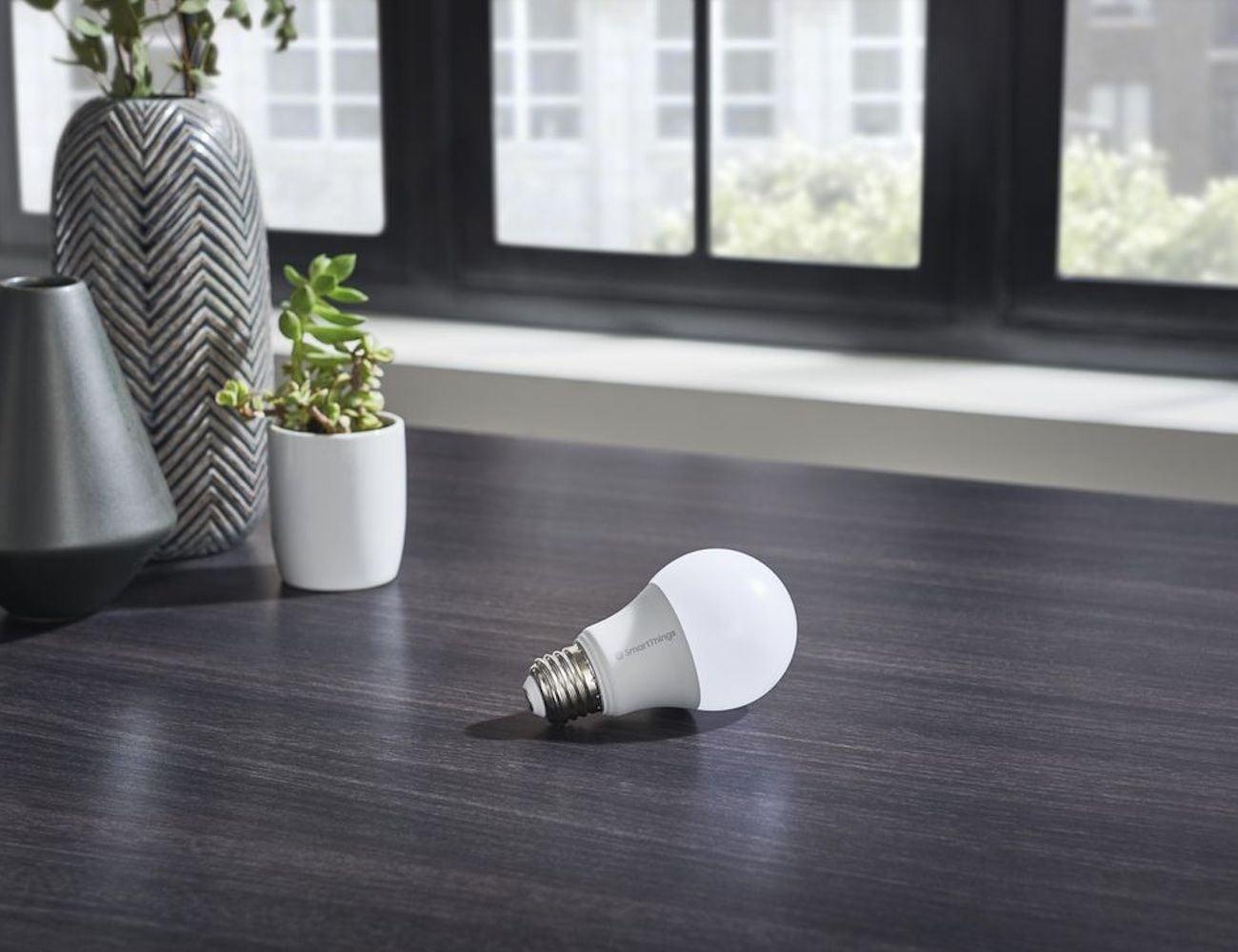 Samsung SmartThings Smart Bulb uses energy-efficient LED bulbs