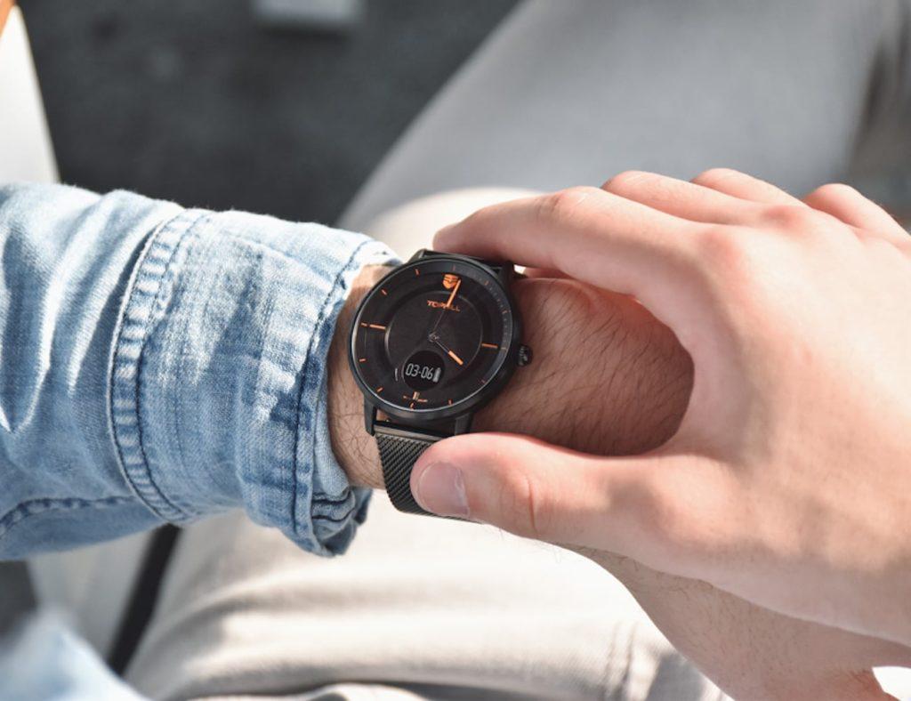 Tophill+Swiss+Modern+Minimalist+Smartwatch+is+an+activity+tracker+hidden+in+an+analog+watch