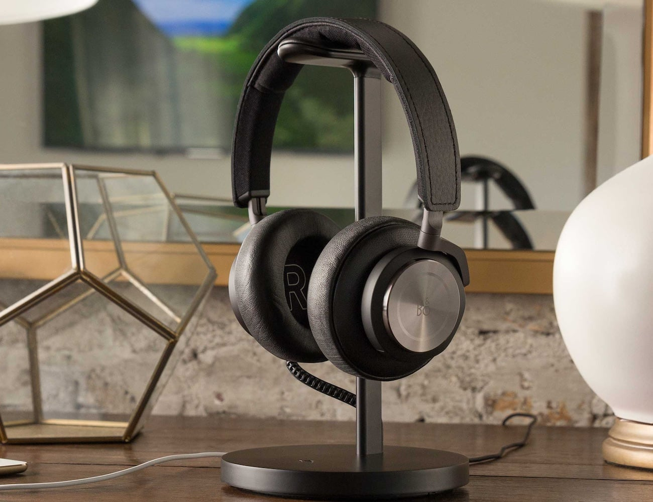 Twelve South Fermata Wireless Headphone Charging Stand saves you an extra USB port