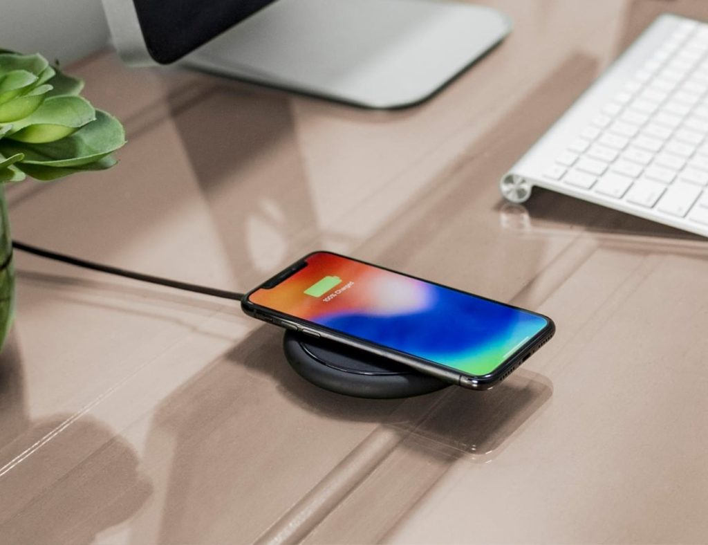 mophie+charge+stream+pad%2B+Wireless+Charger+fast+charges+Qi-enabled+smartphones