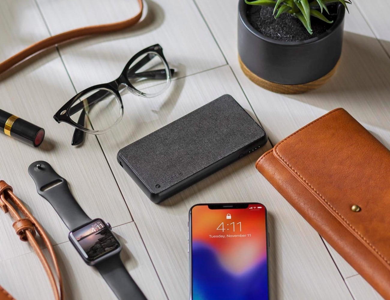 mophie powerstation plus with Lightning connector Power Bank provides 6,040 mAh of battery power
