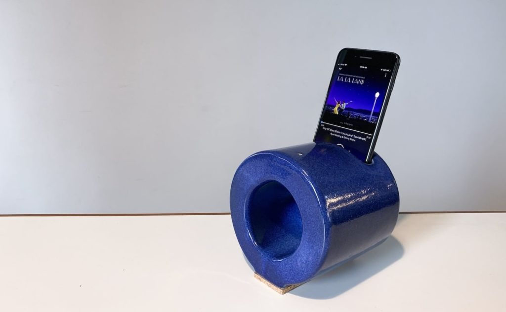 ANLG+Handcrafted+Ceramic+Speaker+amplifies+smartphone+music+without+batteries