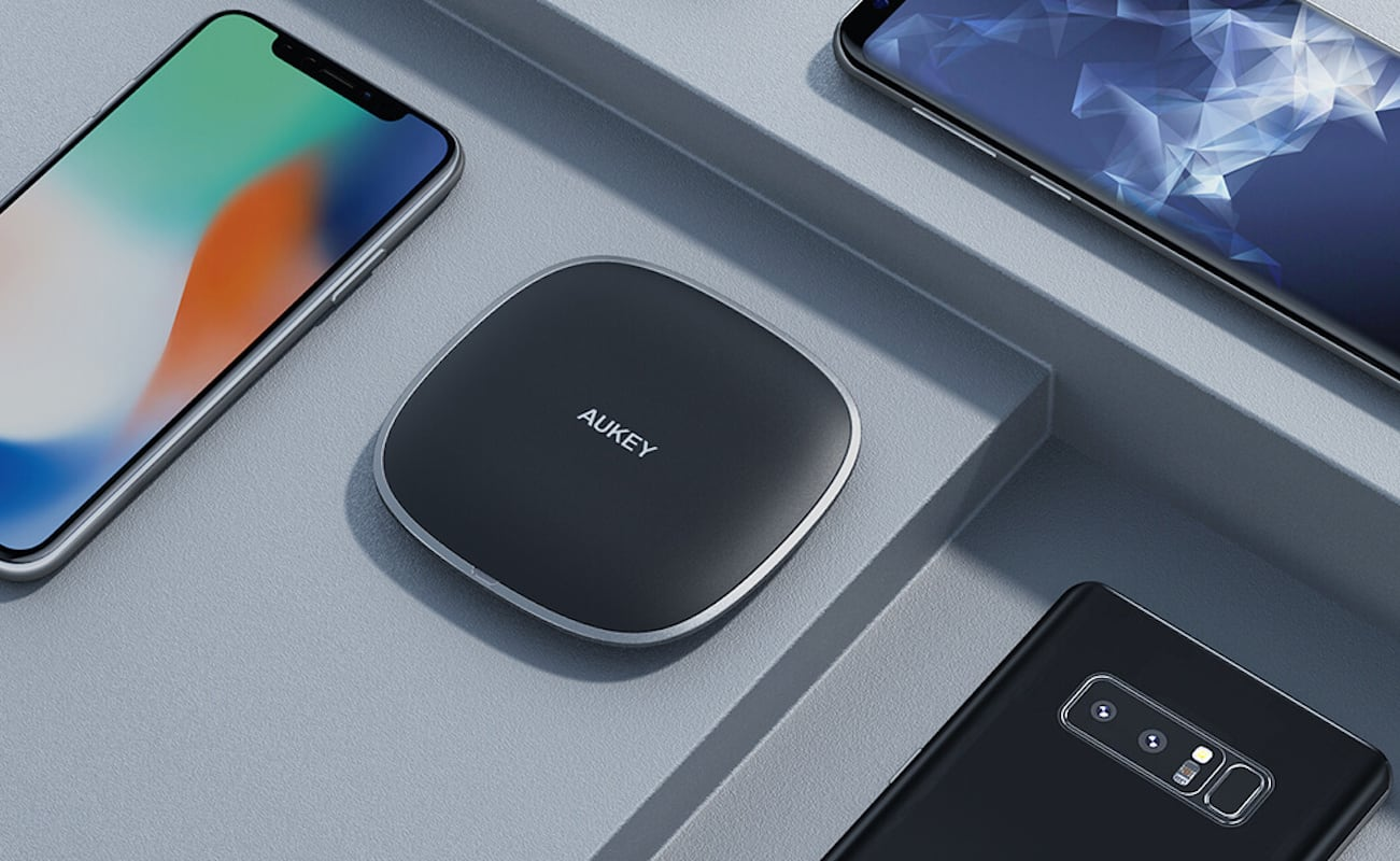 AUKEY Graphite Q 10W Wireless Fast Charger works even through most smartphone cases