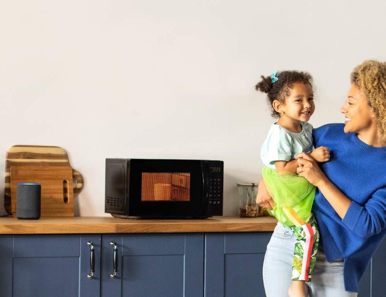 AmazonBasics Alexa Voice Controlled Microwave
