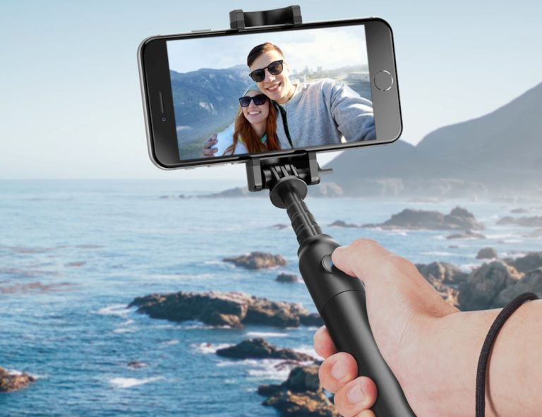 Anker+Selfie+Stick+Bluetooth+Extendable+Monopod+becomes+more+than+2+feet+long
