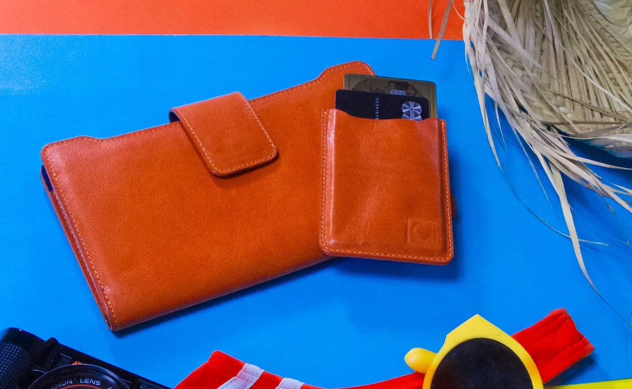 Aqus Compact Women's Wallet comes with a removable cardholder