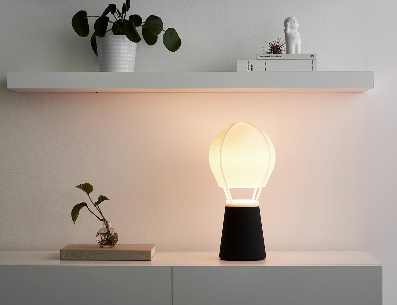 Baló by MOAK Hot Air Balloon Light makes the bulb look like a flame