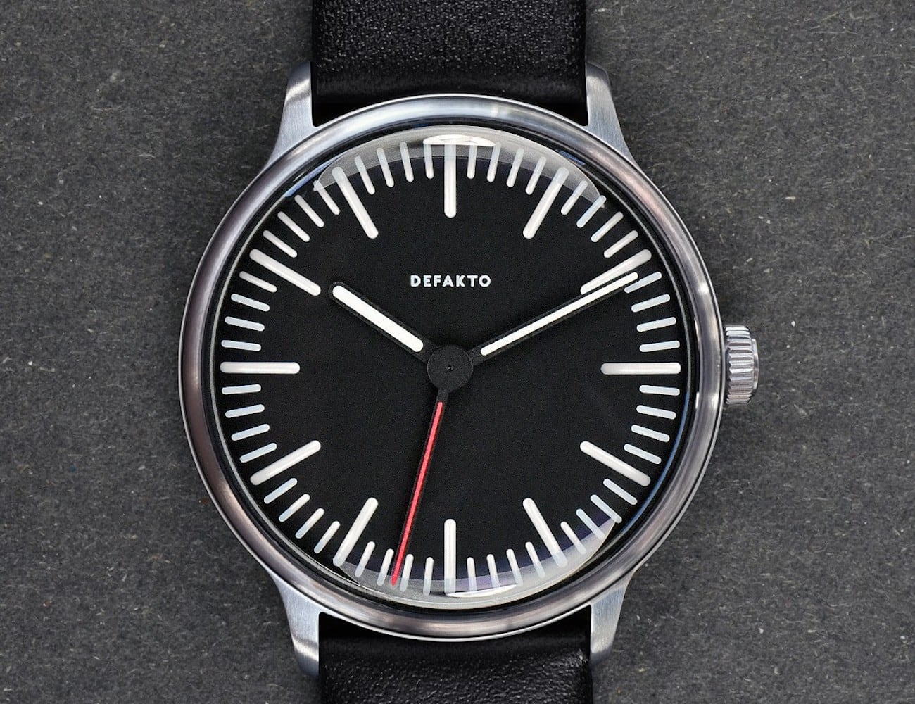 Defakto Transit Standard Thin Modern Watch is just 9.8 millimeters tall