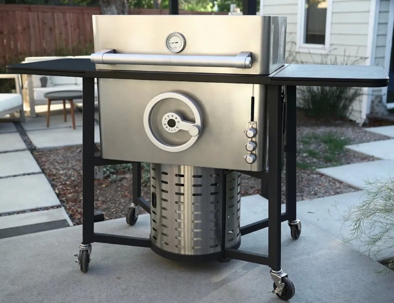 Ferno FreeStanding Grill lets you precisely control the temperature for great grilling
