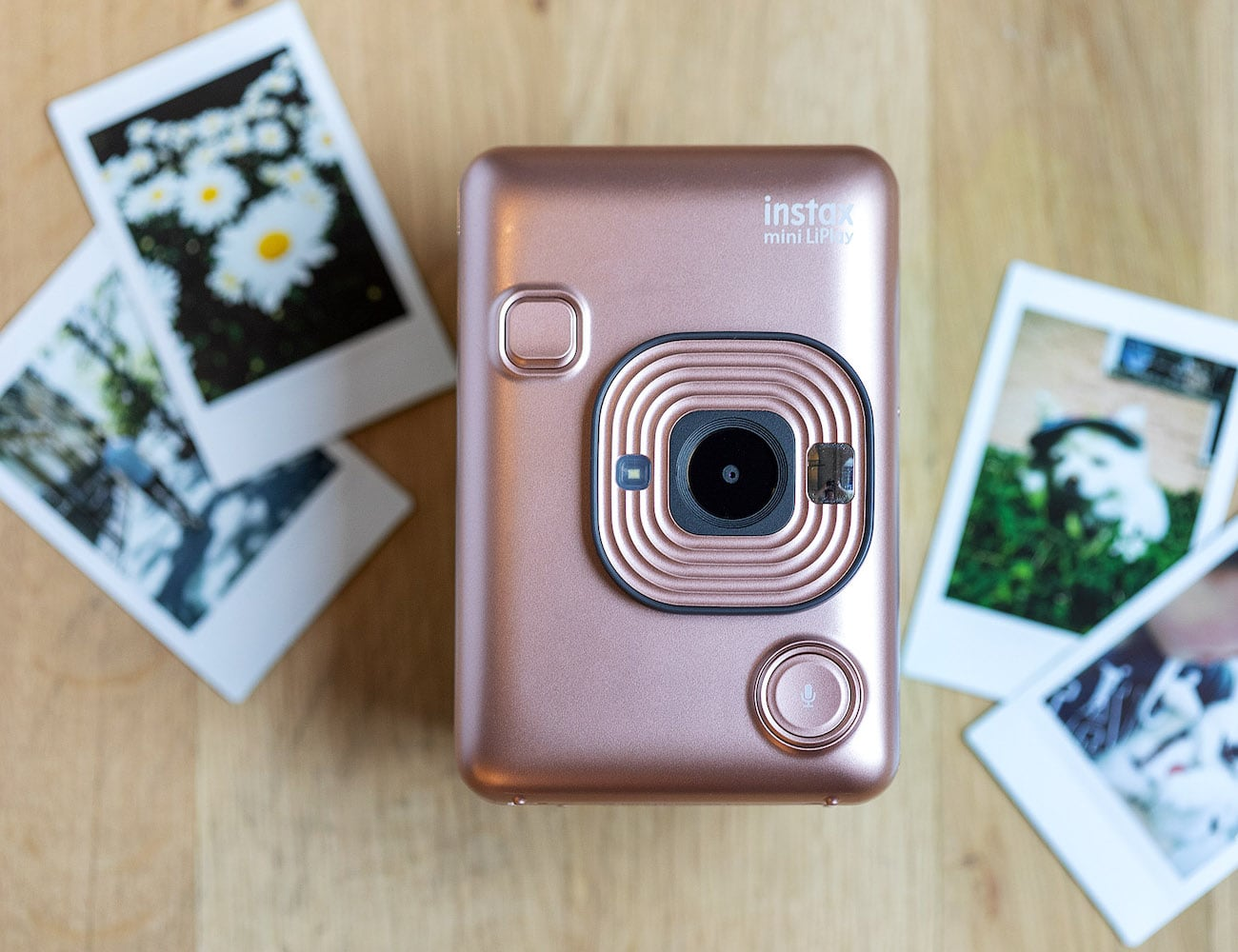 Fujifilm Instax Mini LiPlay Smartphone Printer Camera lets you print out photos on the go