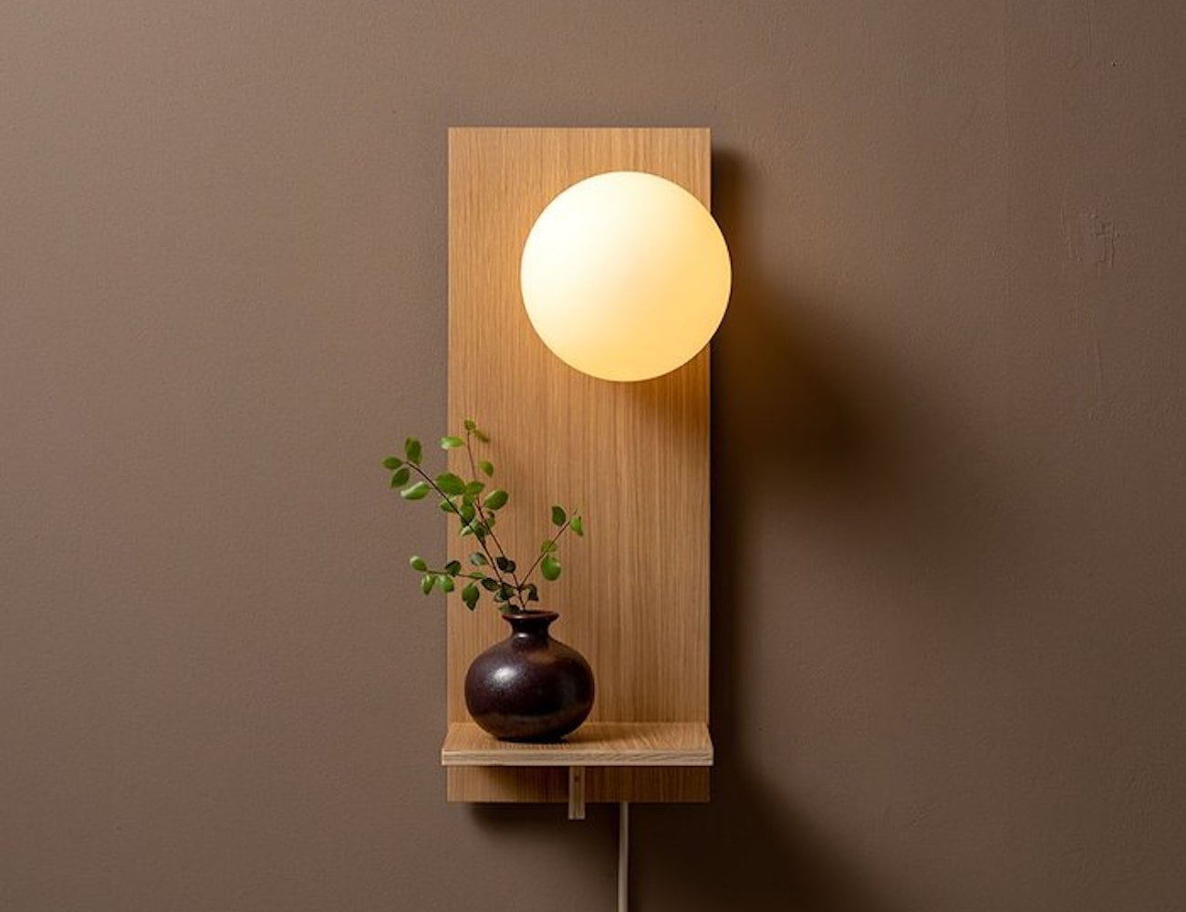 Humanhome Highlight Minimalist Shelf Wall Light is an ideal entryway lamp