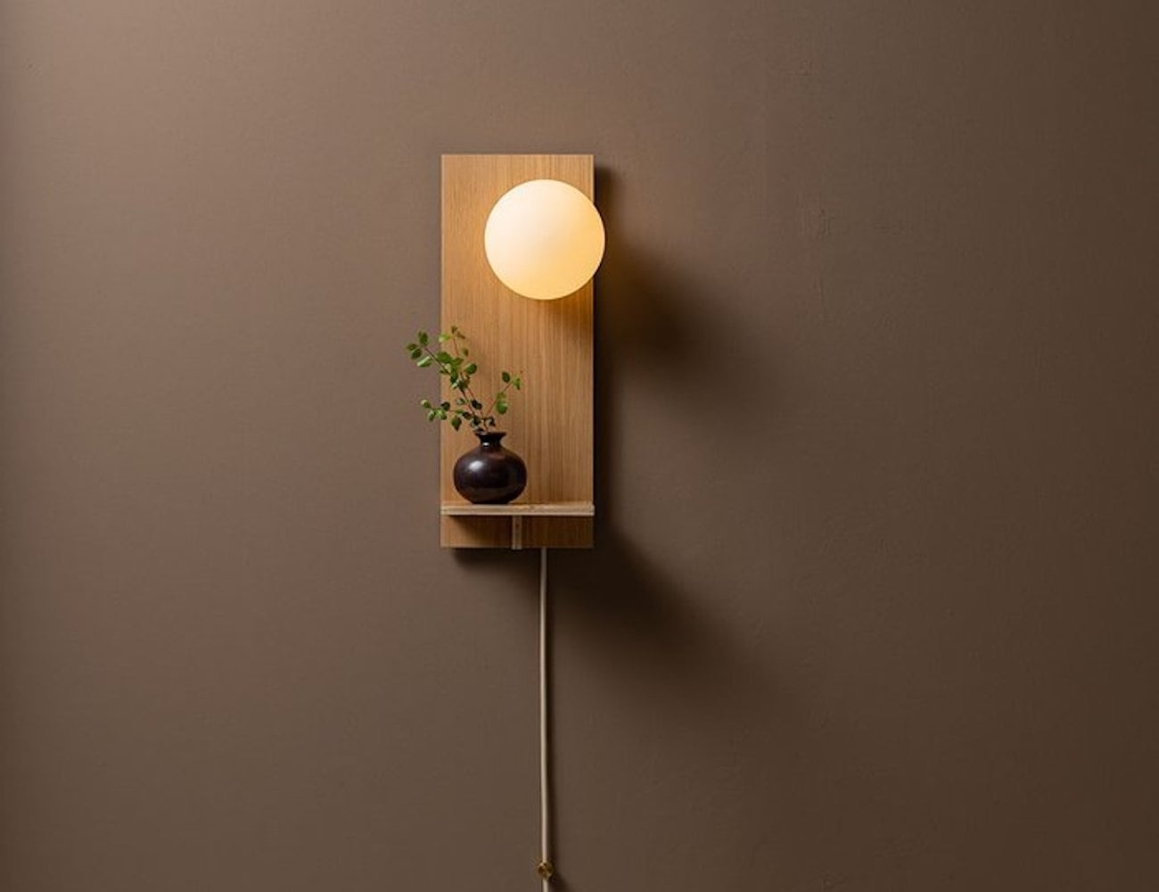 Humanhome Highlight Minimalist Shelf Wall Light is an ideal entryway lamp