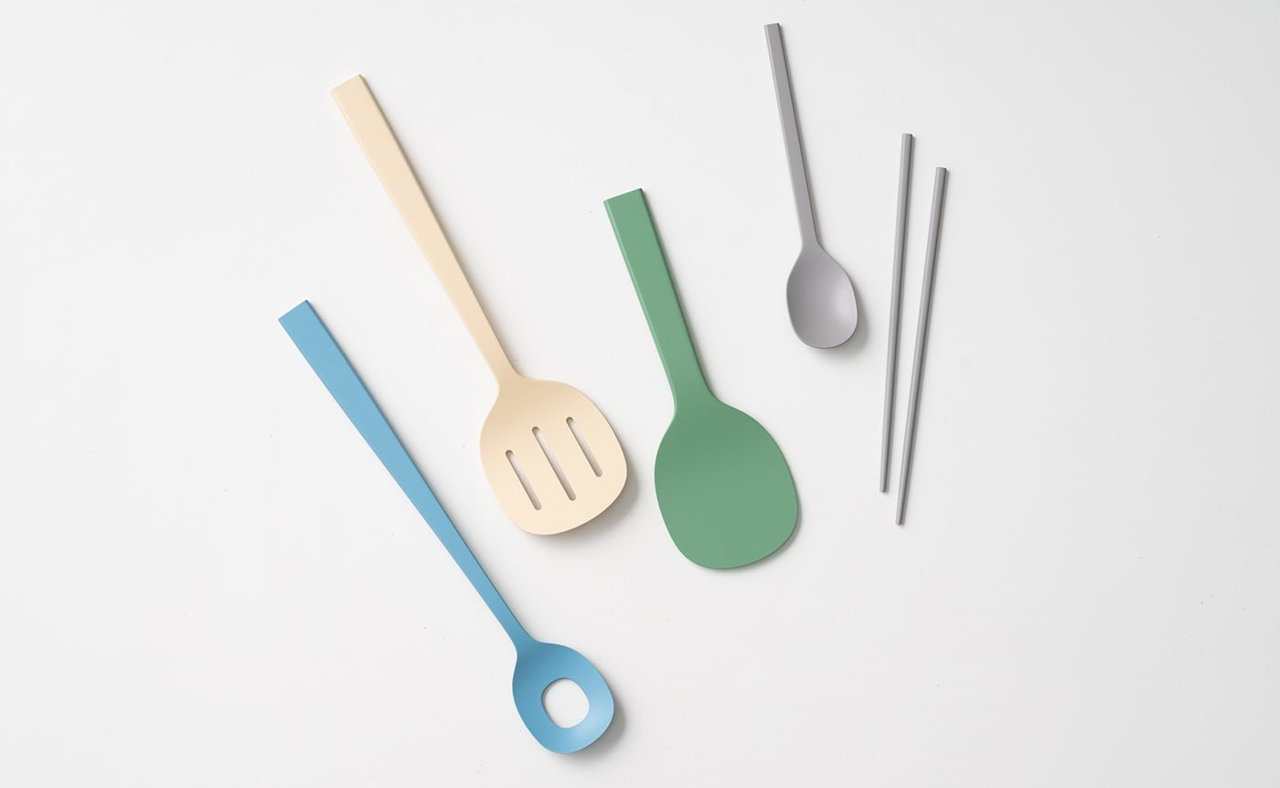 Lacquered Kitchenware Wooden Serving Set is a painted dining table utensil collection