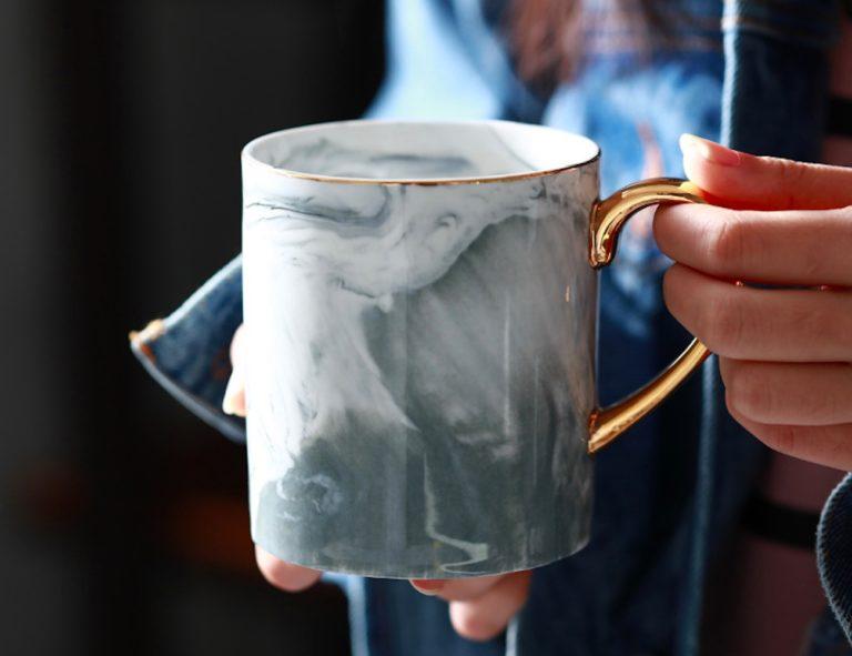 Lekoch+Gold-Rimmed+Marble+Coffee+Mug+is+fabulously+stylish