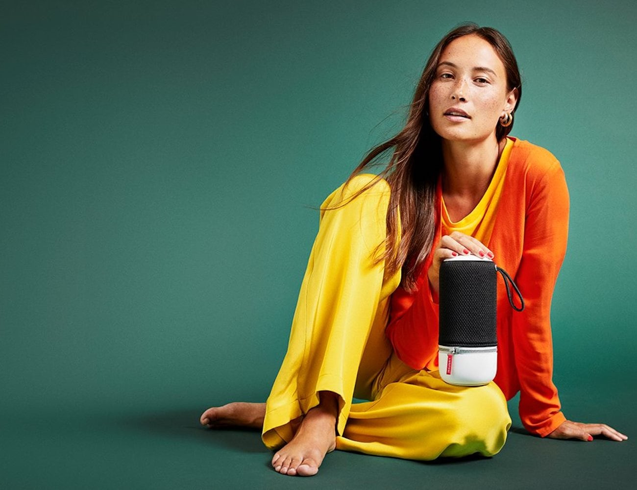 Libratone ZIPP MINI 2 Wireless Portable Smart Speaker comes with a handle to be easily carried