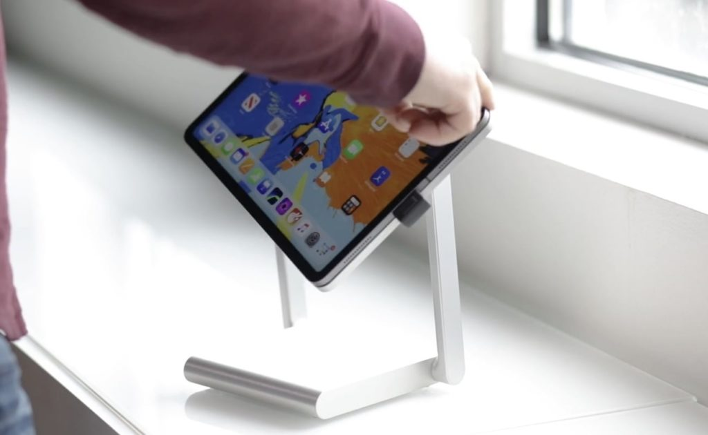 MagicDock+iPad+Pro+Desktop+Dock+easily+rotates+between+landscape+and+portrait