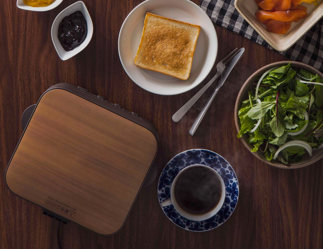 Mitsubishi TO-ST1-T Electric Bread Toaster Oven cooks the fluffiest piece of toast