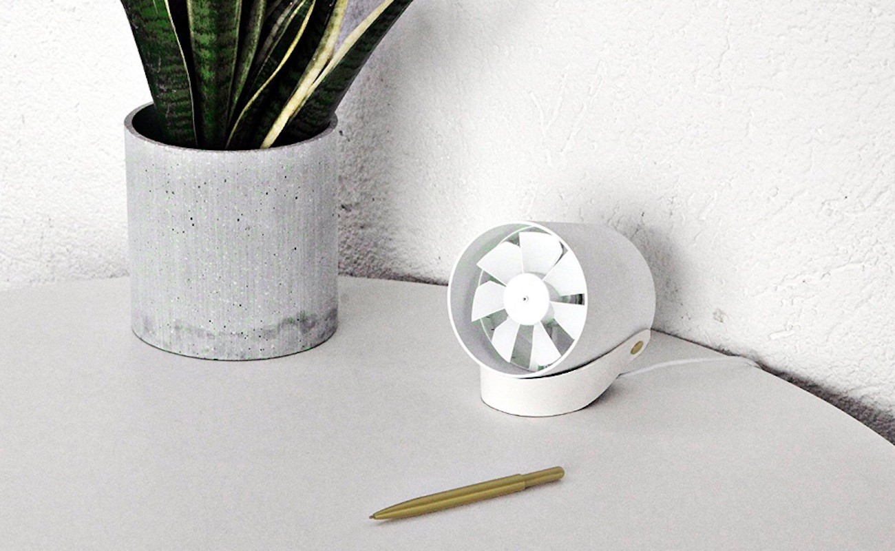 RG VH Compact Quiet USB Desk Fan keeps you cool while you work