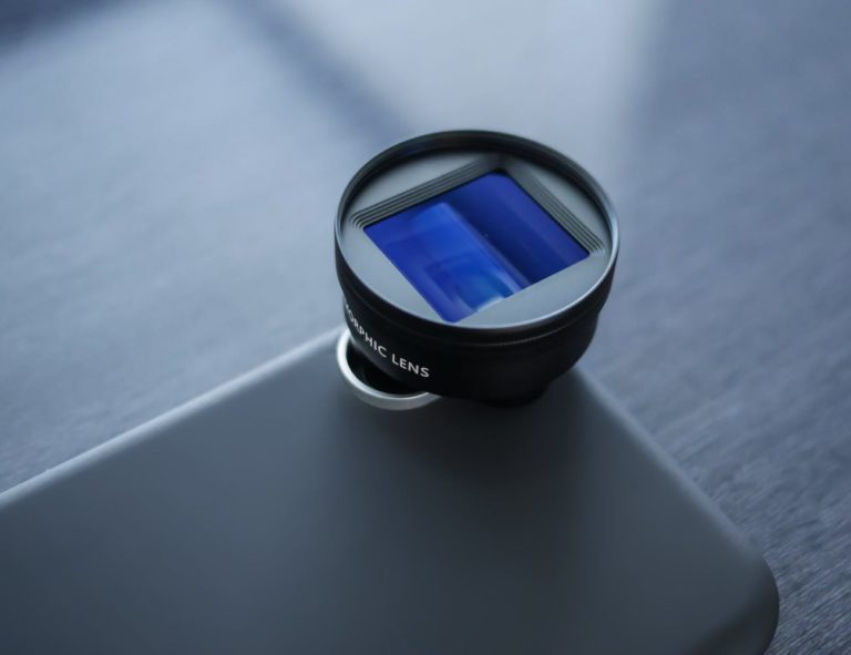 SANDMARC+Anamorphic+iPhone+X+Video+Lens+lets+you+record+theater-quality+footage
