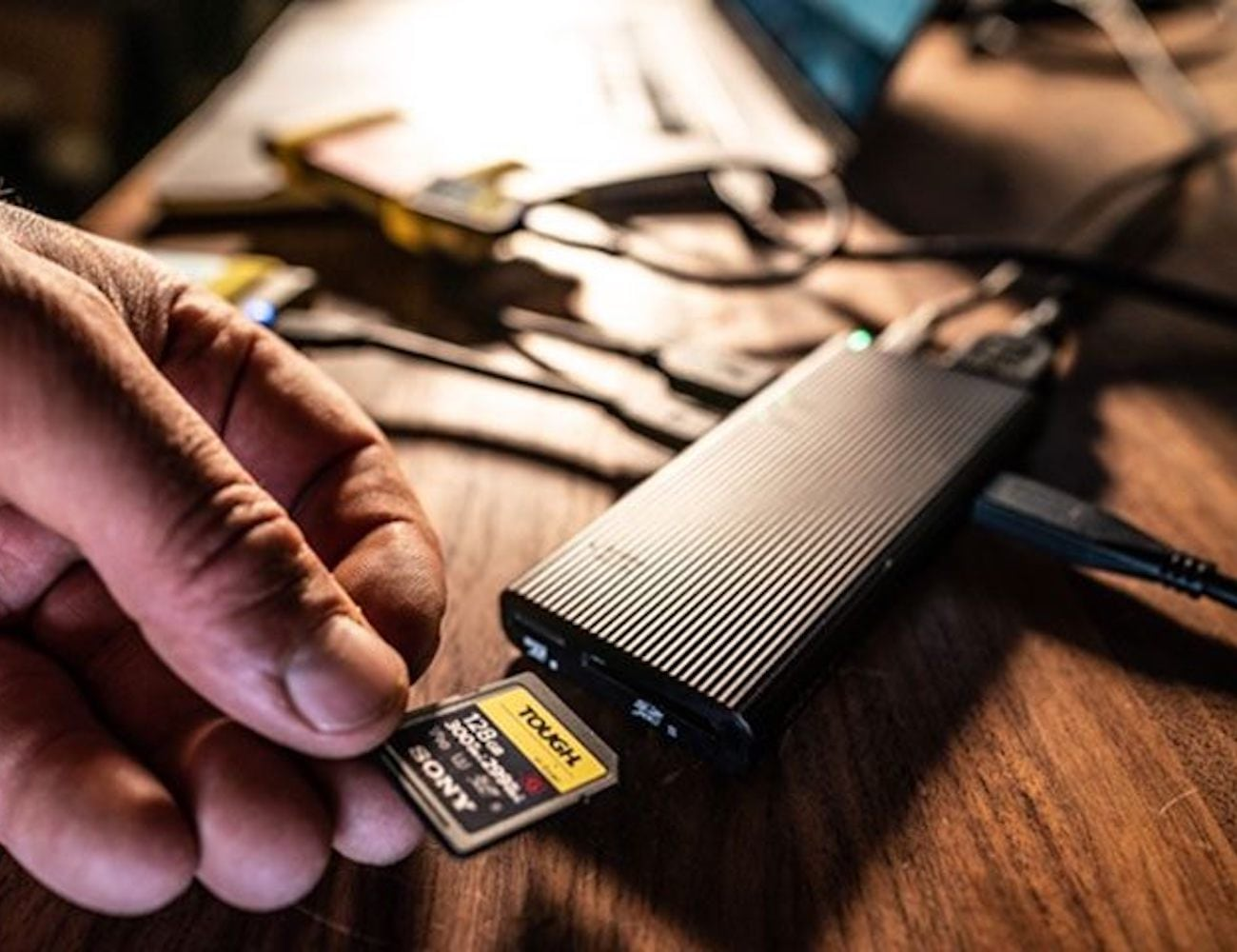 Sony MRW-S3 USB Hub transfers data incredibly fast