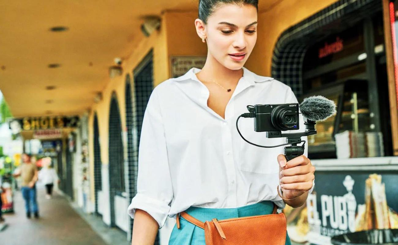 Sony RX100 VII Compact Camera provides high-performance features for videos and photos