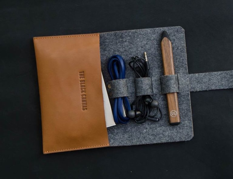 The+Black+Canvas+Leather+%26%23038%3B+Felt+USB+Cable+Organizer+makes+for+easy+carrying