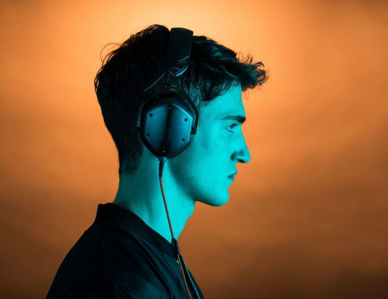 V-MODA+Crossfade+M-100+Master+High-Resolution+Audio+Headphones+provide+detailed+and+clear+sound