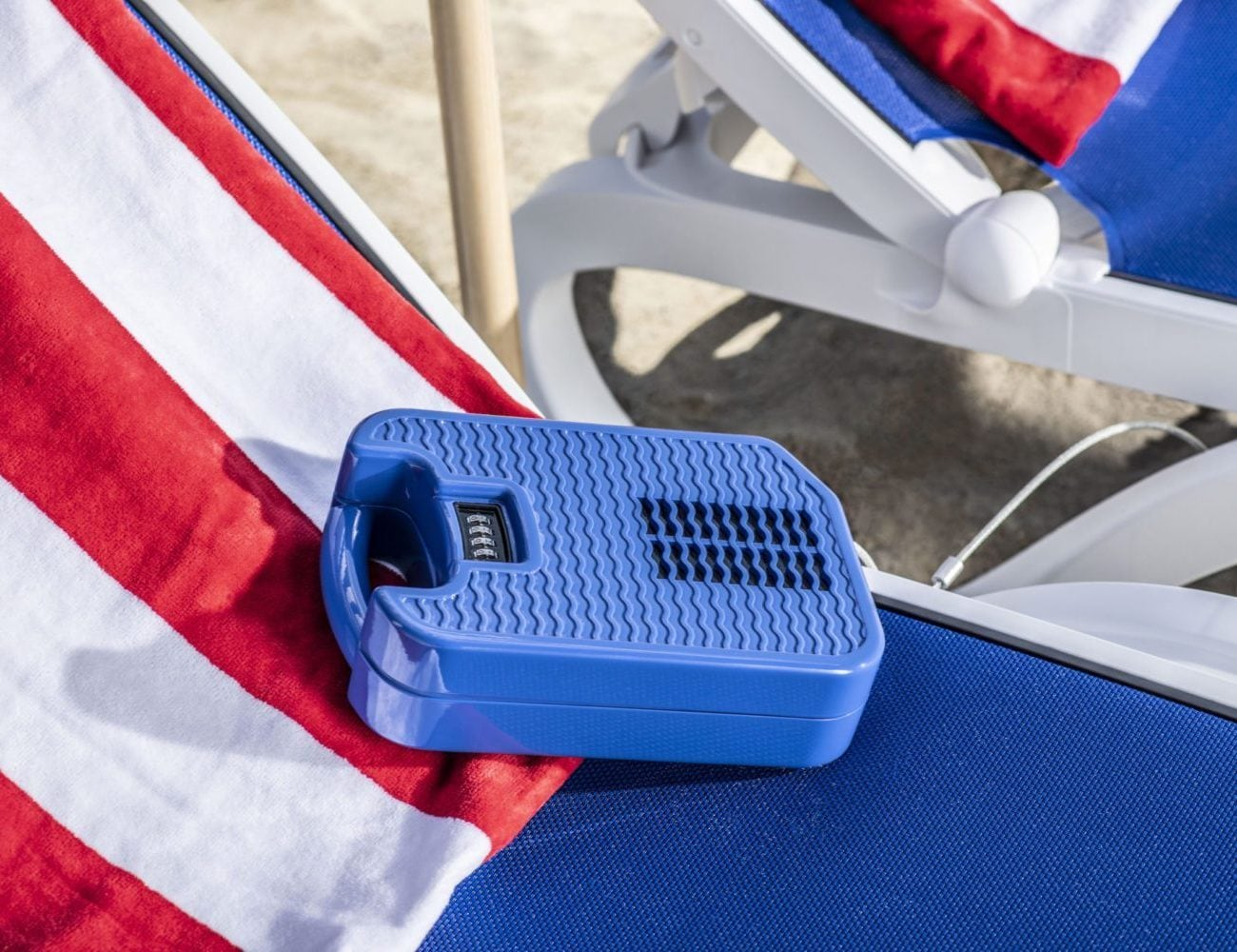 beachsafe Personal Self-Cooling Safe keeps your devices safe in public