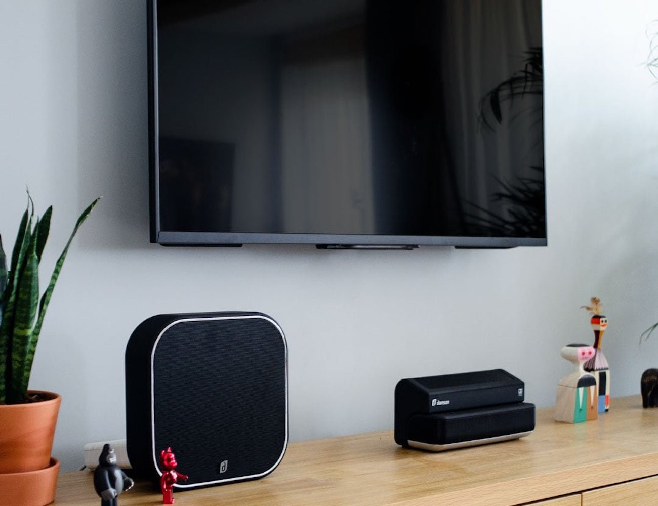 How to create the best home speaker system in your living room - Damson 02