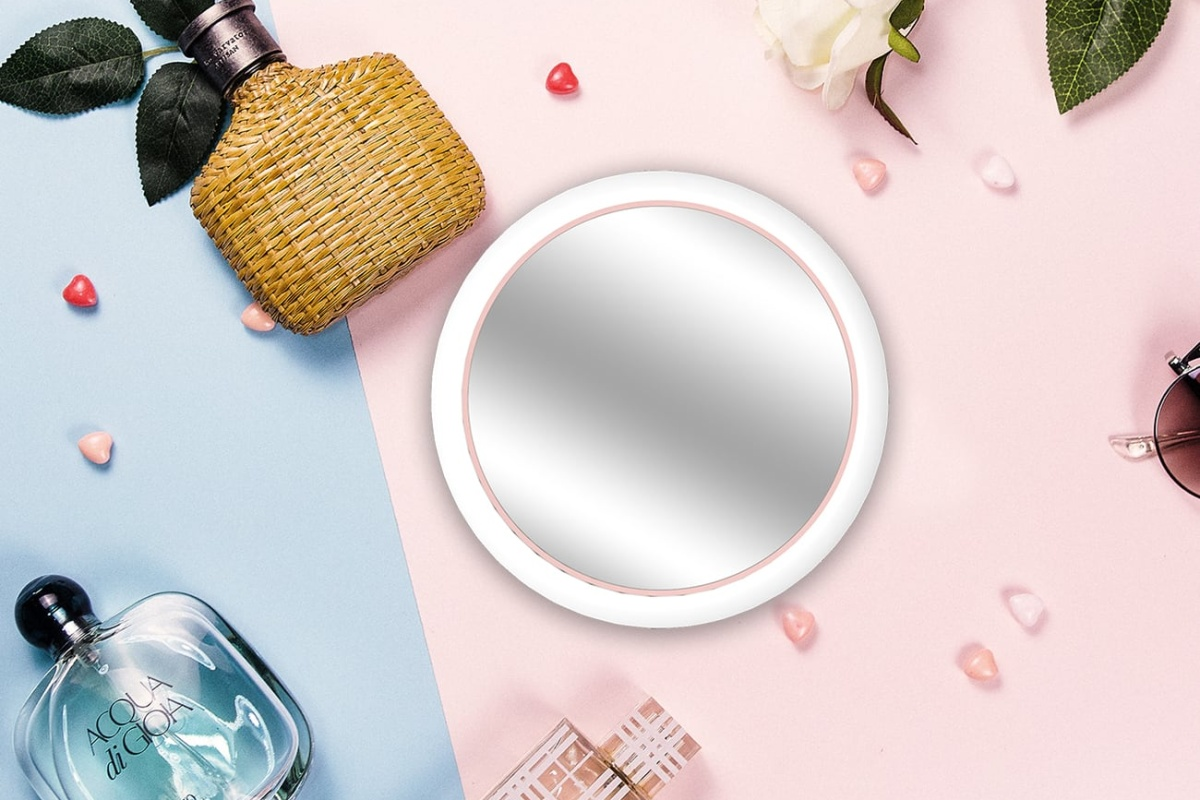 Mirrex is the makeup mirror that helps you take better selfies