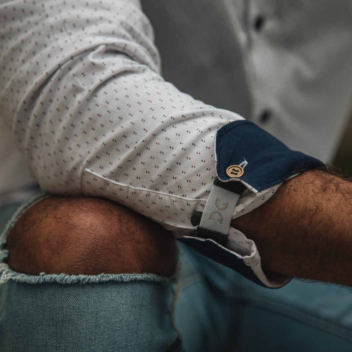 FLXCUF Clear-Cut Pack Cuff Holders keep you looking fresh