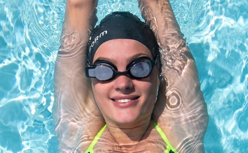 FORM+Swim+Goggles+Smart+Display+Eyewear+show+your+metrics+in+real+time