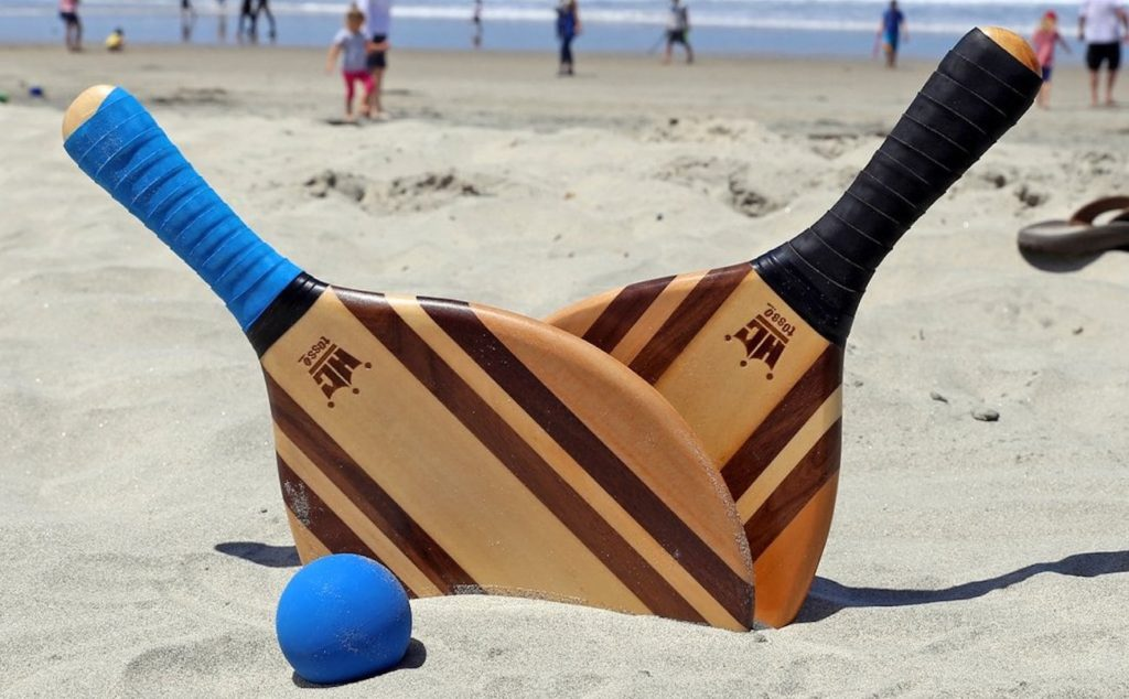 Frescobol+Wood+Paddle+Ball+Set+features+beautiful+wood+grain
