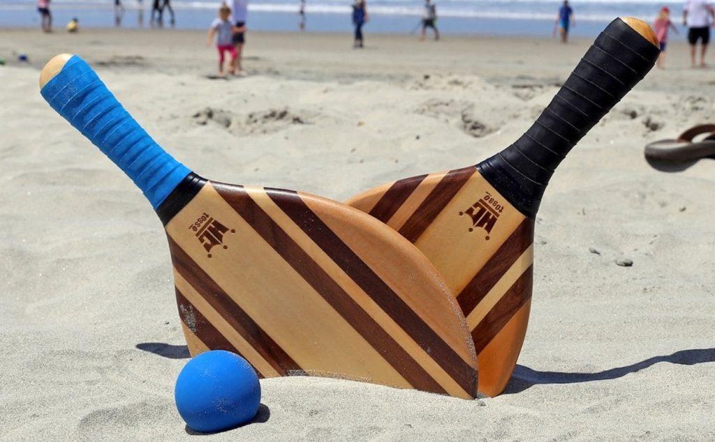 Frescobol+Wood+Paddle+Ball+Set+features+beautiful+wood+grain