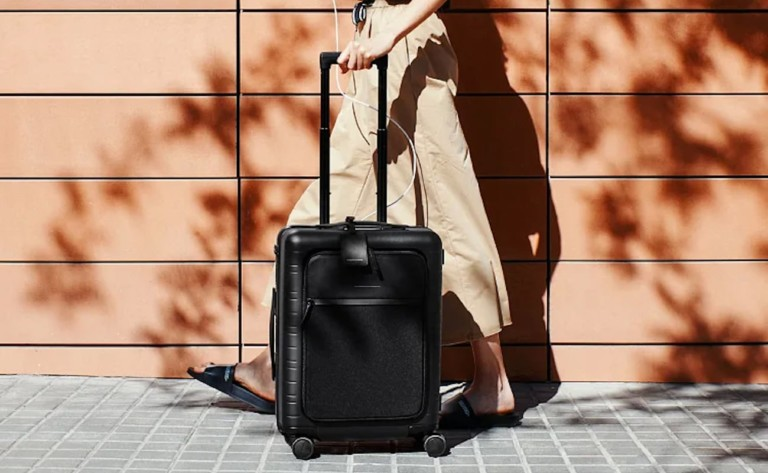 Horizn Studios M5 smart cabin luggage comes with an airline-approved smart charger