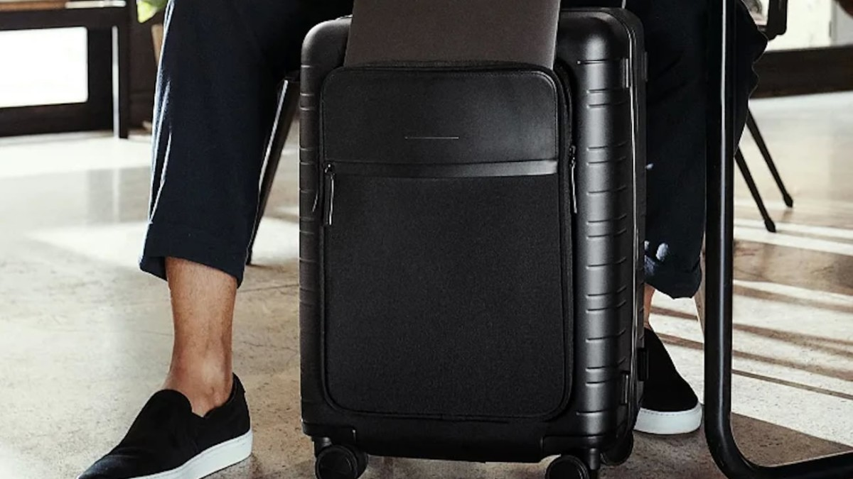 Horizn Studios M5 Smart Cabin Luggage comes with a removable, airline-approved smart charger