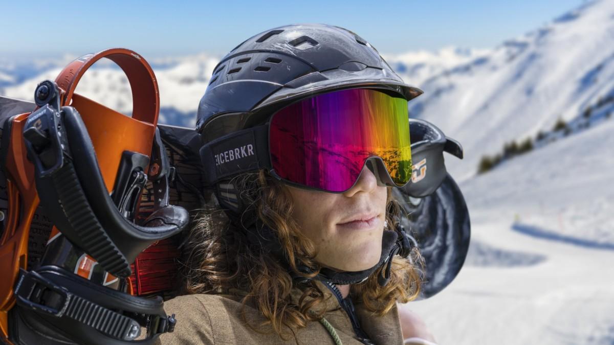 IceBRKR Bone Conduction Audio Ski Mask also has an intercom function
