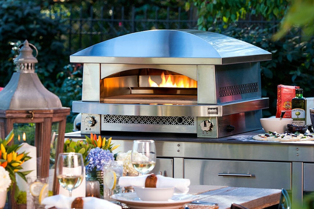 Kalamazoo Artisan Fire Outdoor Gas Pizza Oven cooks your meal like a true brick oven