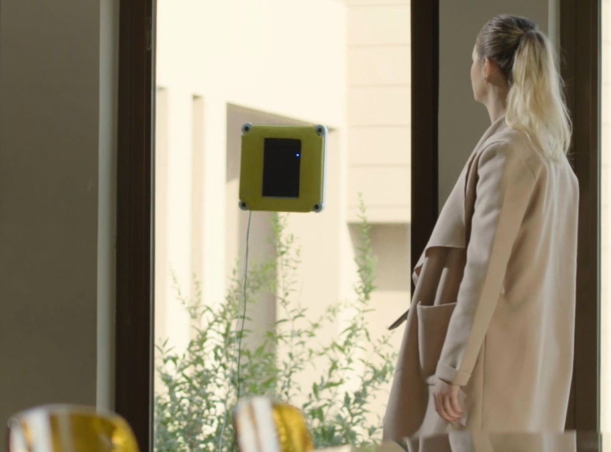 Limodo Window Wizard Smart Window Cleaning Robot scrubs your windows on its own