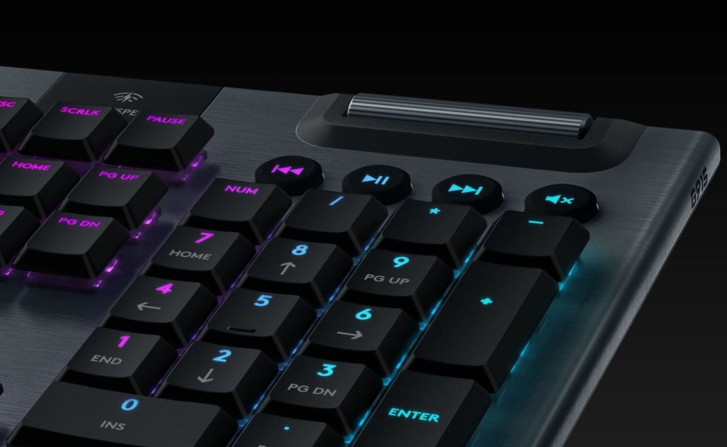 Logitech+G915+Wireless+Mechanical+Gaming+Keyboard+lets+you+game+for+30+hours+on+one+charge