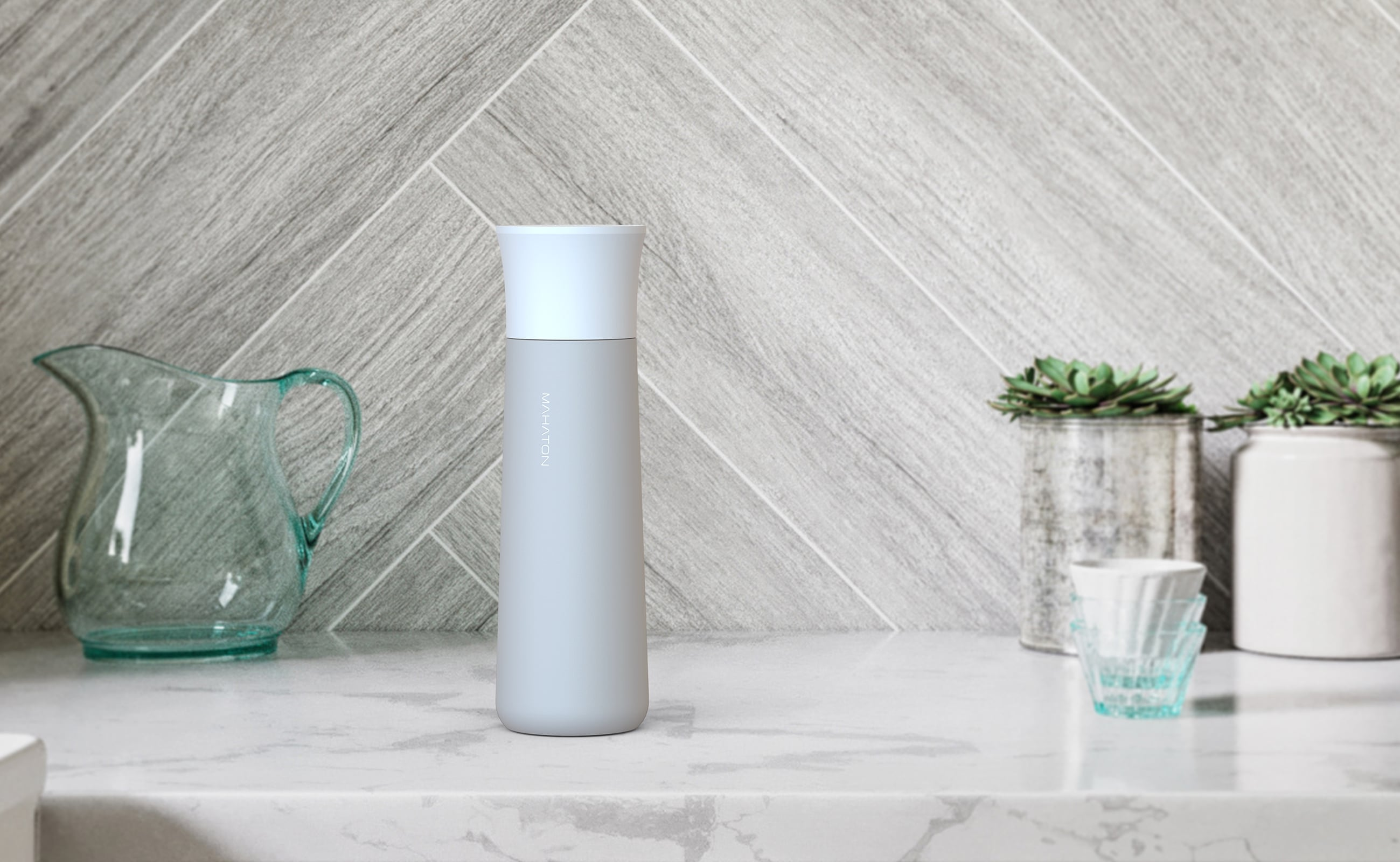 Mahaton Wireless Self-Cleaning Water Bottle ensures your water is always clean enough to drink