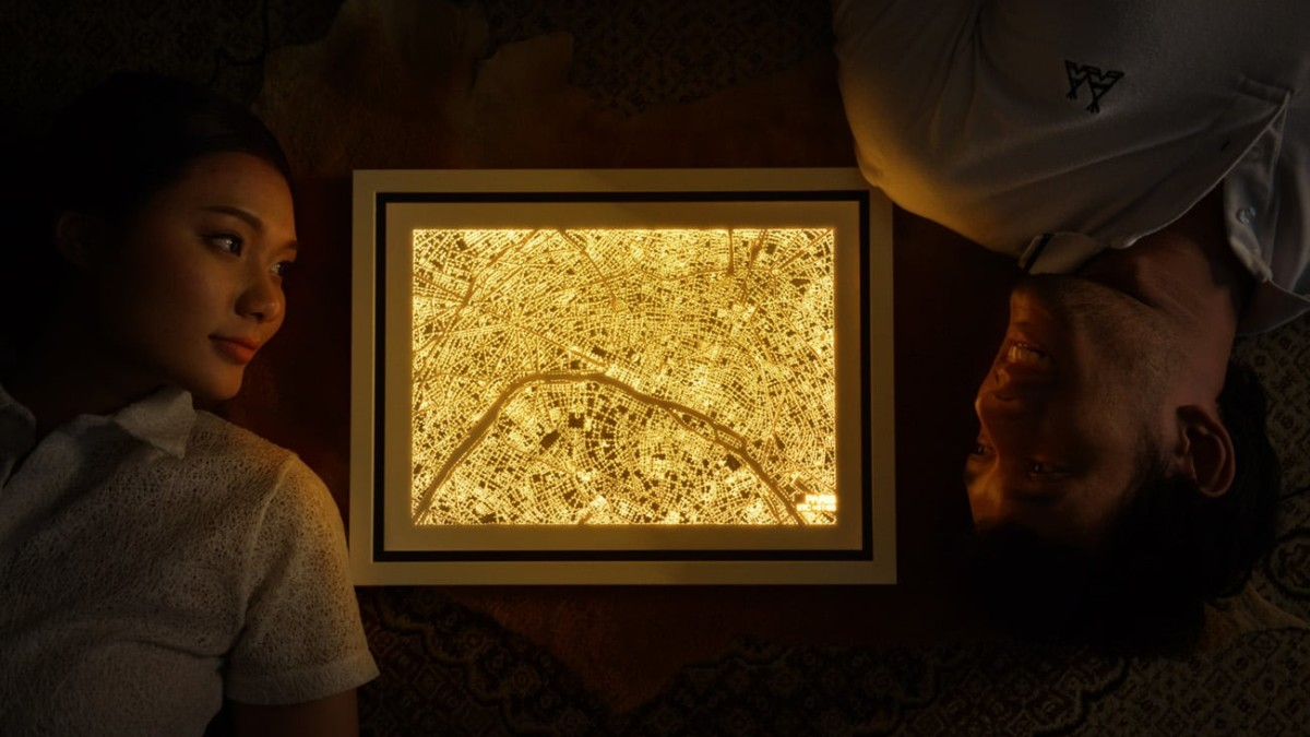 NiteLanding Lamp Aerial City Light-Up Art gives you a bird's-eye view day or night