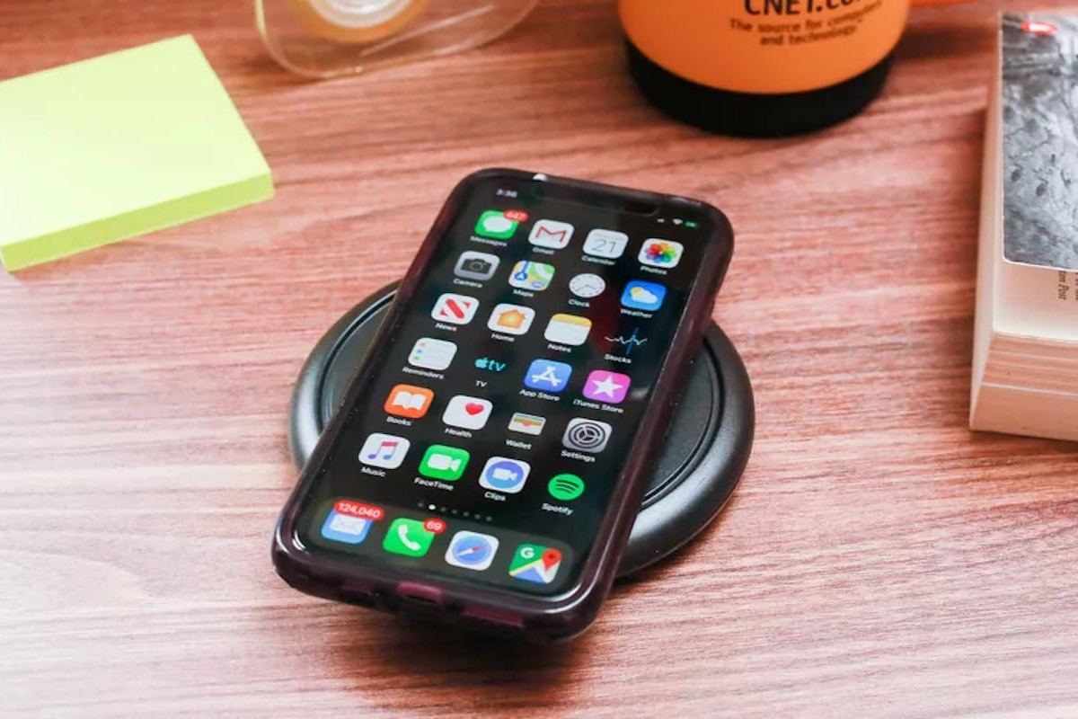 OtterBox OtterSpot Wireless Charging Base lets you stack batteries for extra charging