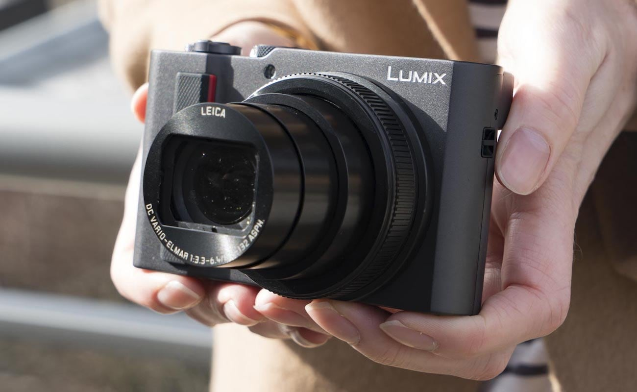 Panasonic LUMIX DC-ZS200 Leica Digital Camera gives you amazing travel shots