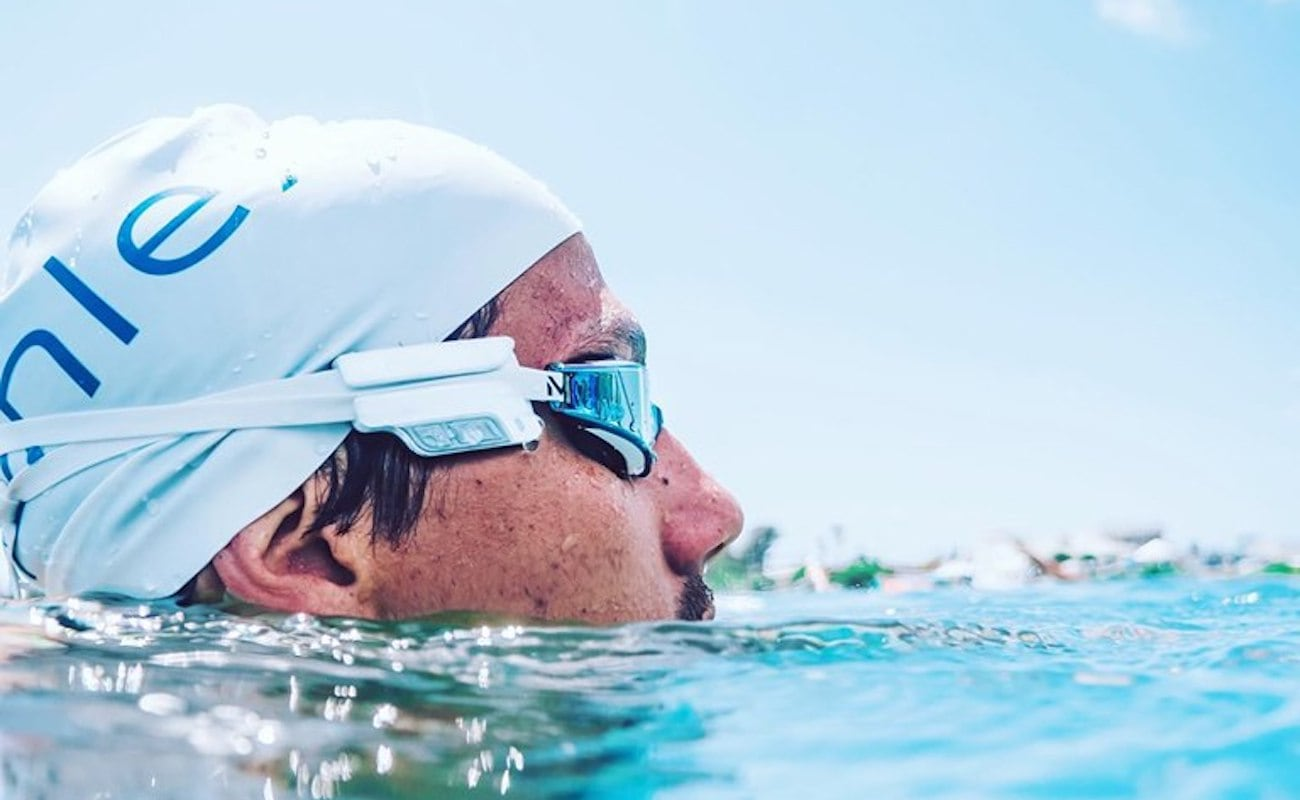 Phlex Edge Swimming Fitness Tracker provides you with heart rate and stroke analysis