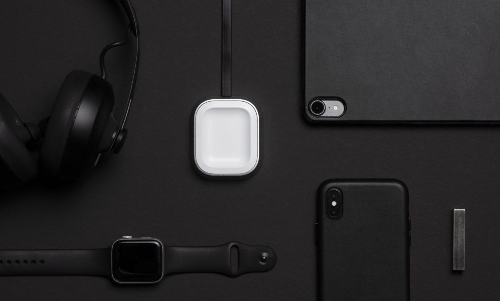 Proper+Wireless+Charging+Dock+Apple+AirPods+Holder+keeps+your+earbuds+safe