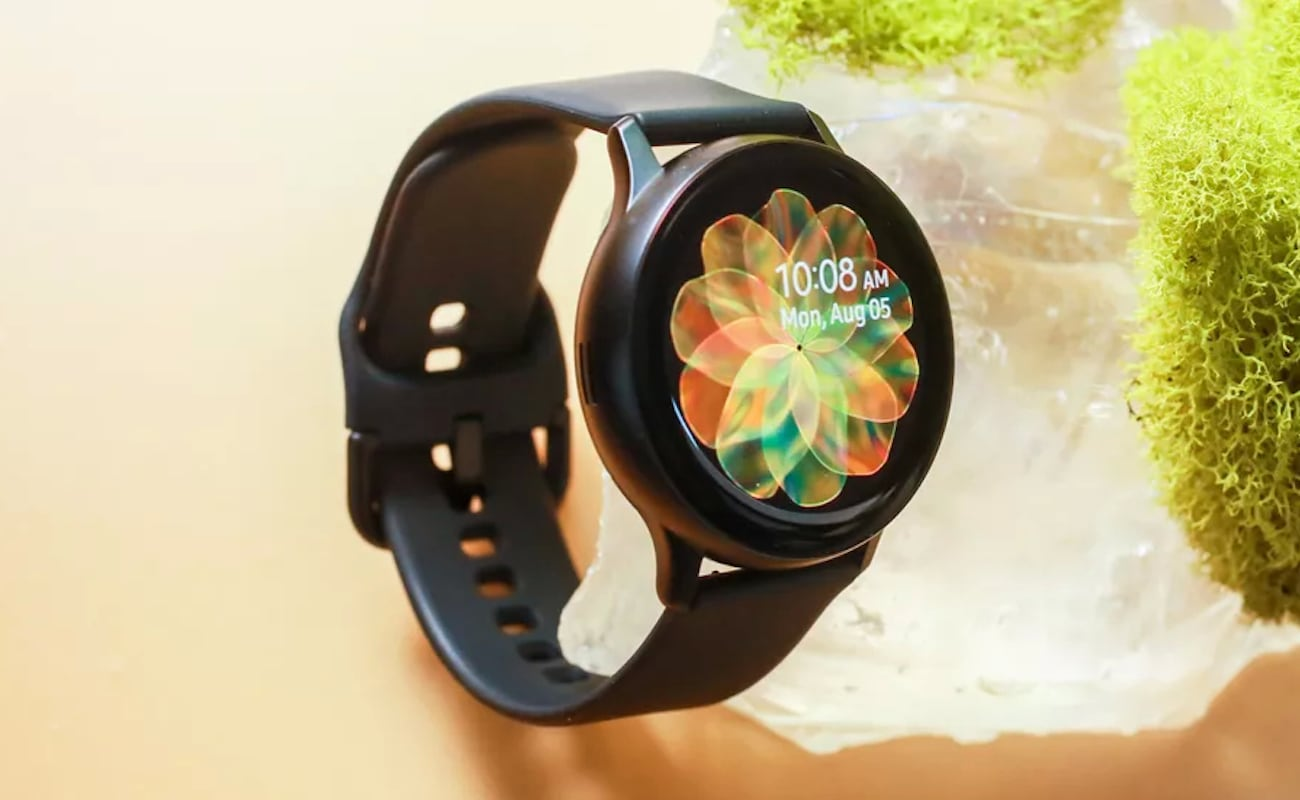 Samsung Galaxy Watch Active2 Smart Activity Tracker has a slim look with a large screen