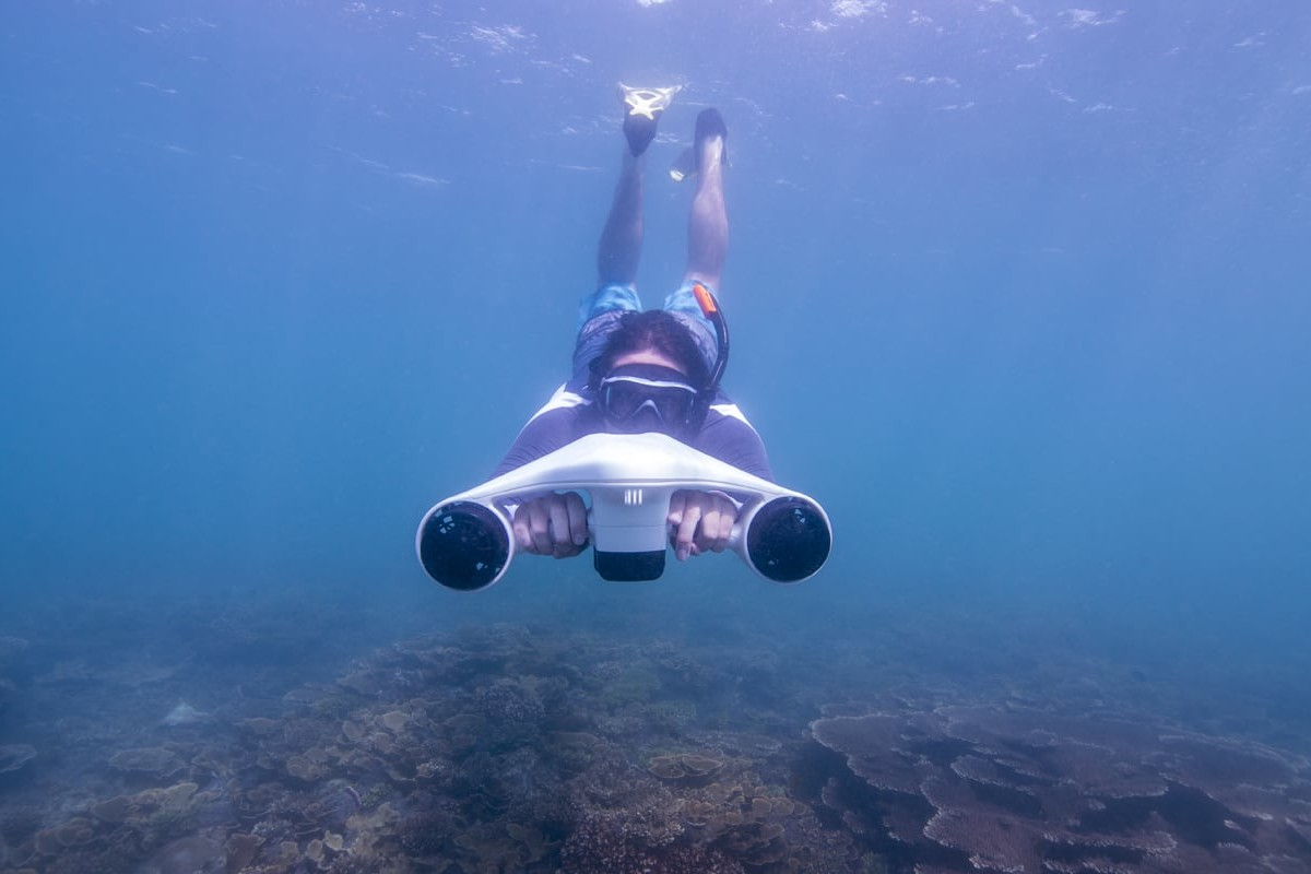 Turbo Ultra-Fast Underwater Sea Scooter can take you 100 feet deep